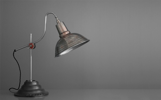 13_1503_Elegant English table lamp by Perihel