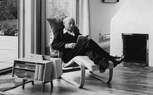 Jack Pritchard in Marcel Breuer's long chair with Ernest race Donkey © Isokon Plus